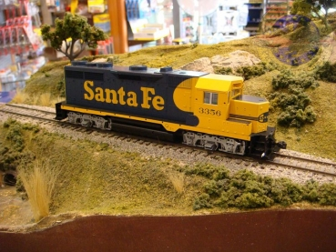 Kato 37-3005 | H0  EMD GP 35 Santa Fee #3356